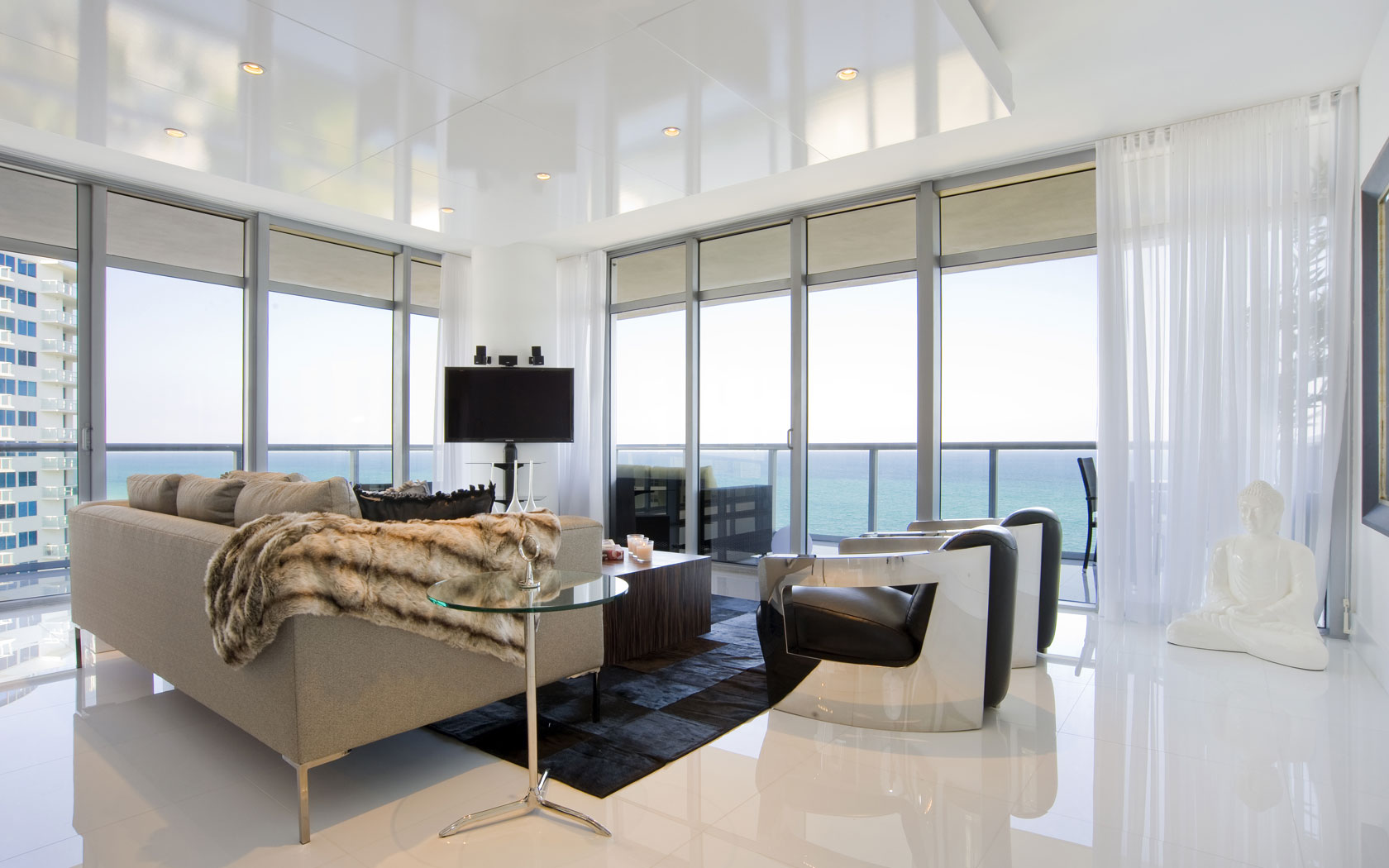 Beach condo interior design ideas joy studio design for Condominium decoration
